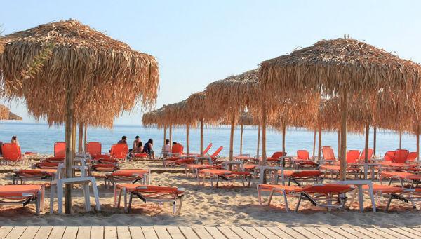 Эстетичные пляжные беседки у моря в Греции в реабилитационном центре Эвексия