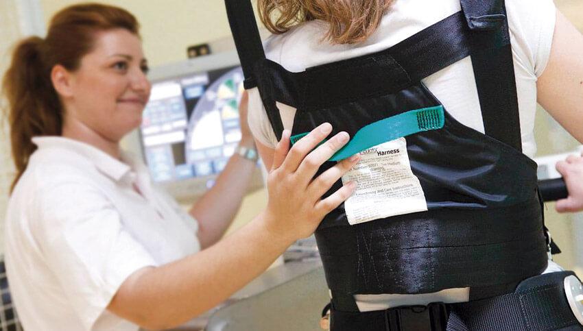 Востановление прямохождения для людей с ограниченными возможностями в центре реабилитации Эвексия